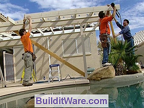 Installere Patio Roof Rafters
